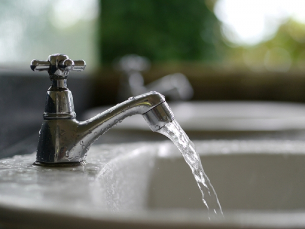 DAVID SUZUKI: CLEAN DRINKING WATER SHOULD BE A HUMAN RIGHT IN CANADA